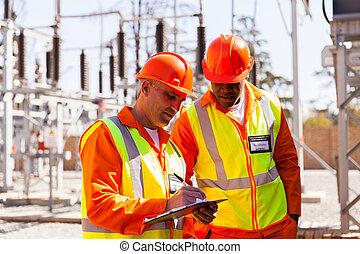 シニア, 技術者, そして, 電気技師, 中に, サブステーション
