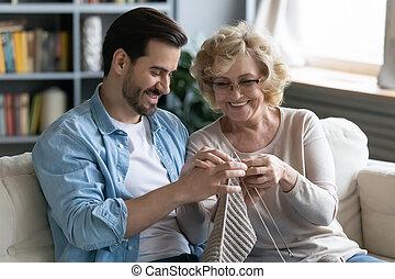 シニア, 母, 幸せ, 教えなさい, 息子, 成人, 編むこと