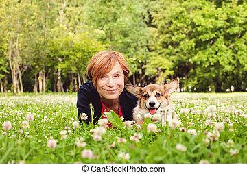 シニア, 自然, 春, 犬, 美しい女性