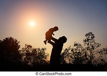 シルエット, 彼女, 父, に対して, 日没, よちよち歩きの子