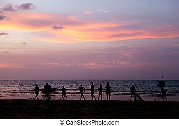 シルエット, 若い, サッカー, 浜, 遊び, 人