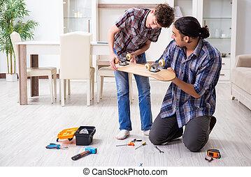 スケートボード, 修理, 息子, 父, 若い, 家, 彼の