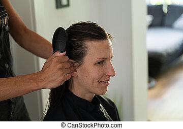 スタイリスト, womans, 髪がブラシをかける