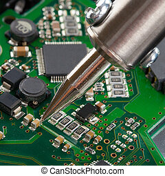 スタジオの 打撃, の, はんだ付けする 鉄, そして, マイクロ回路