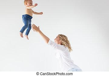 スタジオ, 持つこと, 朗らかである, 母性, 隔離された, 母, 娘, 親, -, 彼女, 単一, 概念, 背景, わずかしか, 白, 楽しみ, 赤ん坊