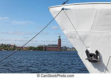ストックホルム, 光景, ∥で∥, ∥, 固定される, 船, そして, 市庁舎, 上に, バックグラウンド。, 旅行, 概念, ∥で∥, これら, 2, シンボル, の, ∥, 重要な 都市, の, sweden.