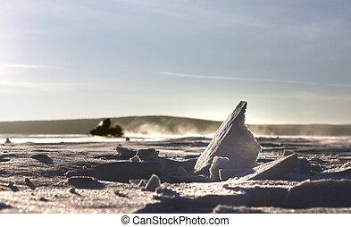 スノーモービル, トラック, 中に, 雪, 上に, 表面, の, 凍結する 湖, 上に, 日当たりが良い, 冬, 日