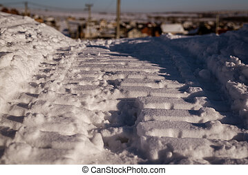 スノーモービル, 軌道に沿って進む, 上に, 緩い, 雪, クローズアップ