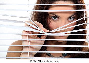 スパイ行為, かわいい, ブルネット, によって, blinds.