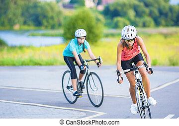 スポーツウーマン, イメージ, 屋外で, 自転車, 周期, 女性, 乗馬, 訓練, 横, スポーツ, コーカサス人, 2