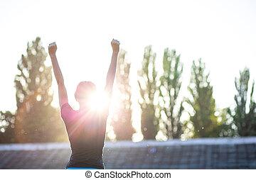 スポーティ, スペース, ランナー, テキスト, シンボル, に対して, 勝利, 女の子, ジェスチャーで表現する, sunset.