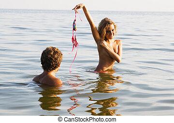 セクシー, 女の子, 服を脱ぐ, 水, ∥で∥, ボーイフレンド