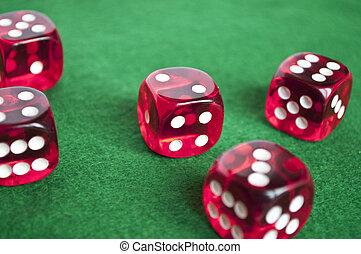 セット, の, ギャンブル, さいの目に切る, 上に, 緑の背景
