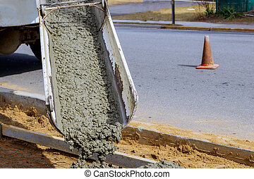 セメントトラック, たたきつける, 通り, コンクリート, の間, 住宅の