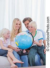 ソファー, 地球, 見る, 家族, 幸せ