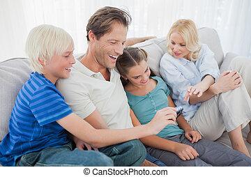 ソファー, 見る, 写真, 家族, モデル