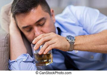 ソファー, 飲むこと, ウイスキー, あること, アルコール中毒患者