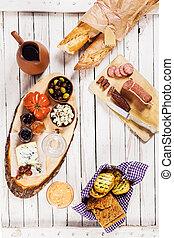 ソーセージ, バゲット, オリーブ, ぴりっとする, チーズ