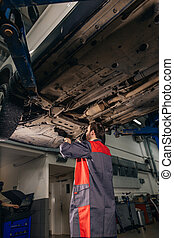 タイヤ, テクニカル, 自動車, examing, ガレージの機械工, 下に, 状態