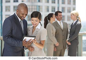 タブレット, ビジネス, &, 男性, interracial, コンピュータ, チーム, 女性
