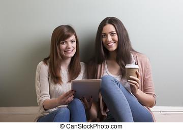 タブレット, モデル, 若い, 2, pc, 女性, 読書, 友人, 家