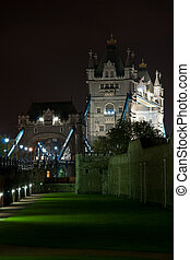 タワー橋, によって, 夜