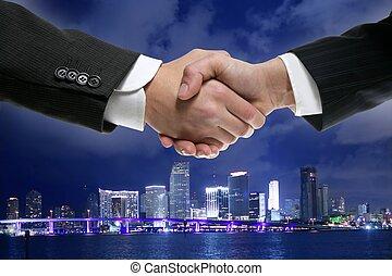 ダウンタウンに, miamy, 握手, ビジネスマン, 夜