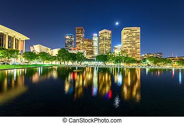 ダウンタウン los アンヘレス, 超高層ビル, 反映する, 中に, 水, 夜で