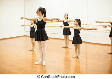 ダンス, まねをする, 女の子, クラス教師