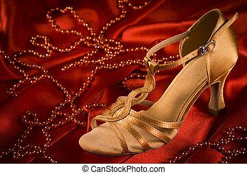 ダンス, ラテン語, 靴