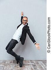 ダンス, 若い, 朗らかである, アメリカ人, アフリカの男, ガラス