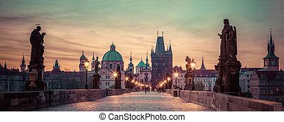 チャールズ 橋, ∥において∥, 日の出, プラハ, チェコ, republic., 劇的, 彫像, そして, 中世,...