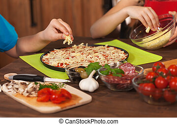 チーズ, 子供, -, パッティング, おろされた, 作成, 家, ピザ