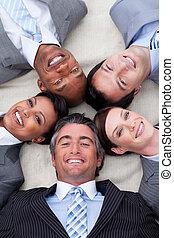 チーム, 床, ビジネス, 微笑, あること, 一緒に, 頭