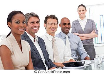 チーム, 成功した, ビジネス, 微笑, カメラ, ミーティング