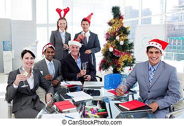 チーム 肖像画, こんがり焼ける, クリスマス, ビジネス党, シャンペン, オフィス, 幸せ