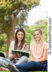 ティーネージャー, 教科書, 間, 勉強, かわいい, モデル