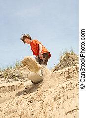 ティーネージャー, sandboarding, 下方に, a, 砂丘
