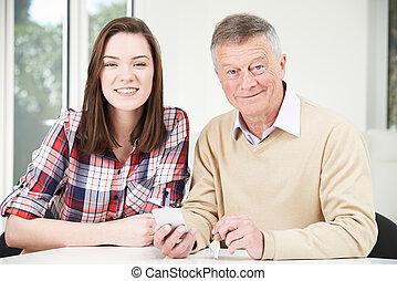ティーンエージャーの, いかに, モビール, 提示, 孫娘, 使用, 祖父, 電話