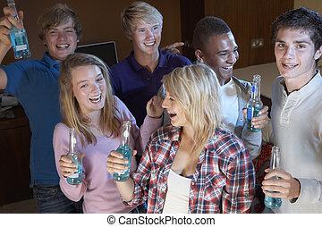 ティーンエージャーの, グループ, アルコール, ダンス, 飲むこと, 友人