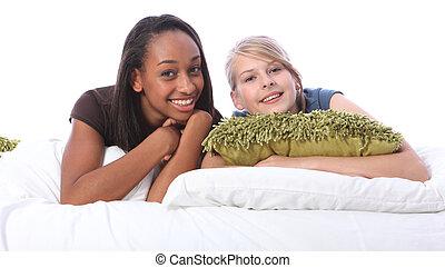 ティーンエージャーの, ベッド, 黒人の少女, 友人, 白, あること