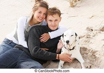 ティーンエージャーの, ロマンチックな カップル, 犬, 肖像画, 浜
