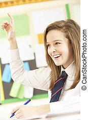 ティーンエージャーの, 女子学生, 答えている質問, 中に, 教室