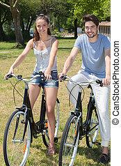 ティーンエージャーの, 屋外, 自然, 恋人, bicycles, 肖像画, 乗馬