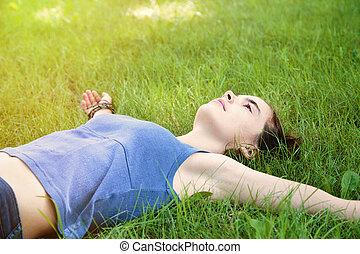 ティーンエージャーの, 牧草地, 卵を生む, 伸びる腕, 女の子, から