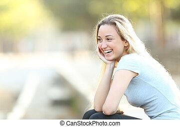 ティーンエージャーの, 離れて, 公園, 見る, 笑い, 女の子, 幸せ