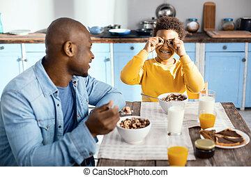 ティーン前, 男の子, シリアル, の間, 弱拍, 朝食, 遊び