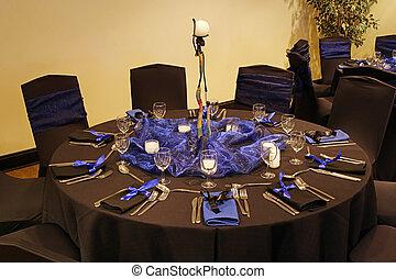 テーブルの 設定, 黒