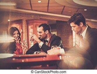 テーブル, ポーカー, カジノ, の後ろ, 人々