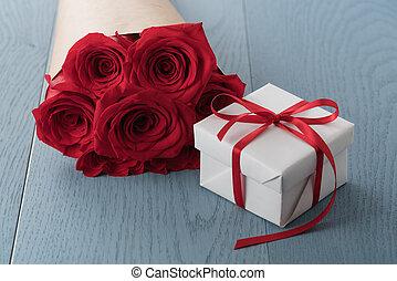 テーブル, 赤い箱, 木, 贈り物, ばら